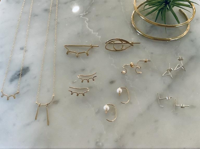 左から:necklace各¥18,700/pin ¥8,800〜/piace ¥15,400〜/bangle ¥19,800